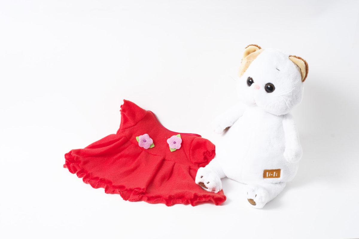 Платье красное с розовыми цветочками