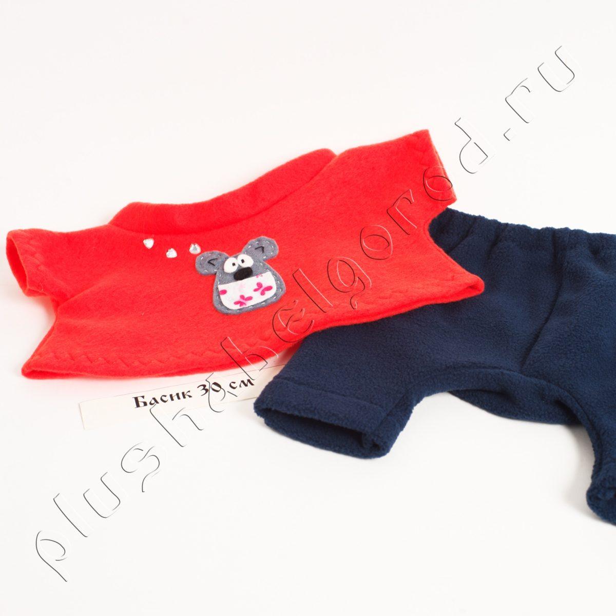 Брюки темно-синие и футболка красная