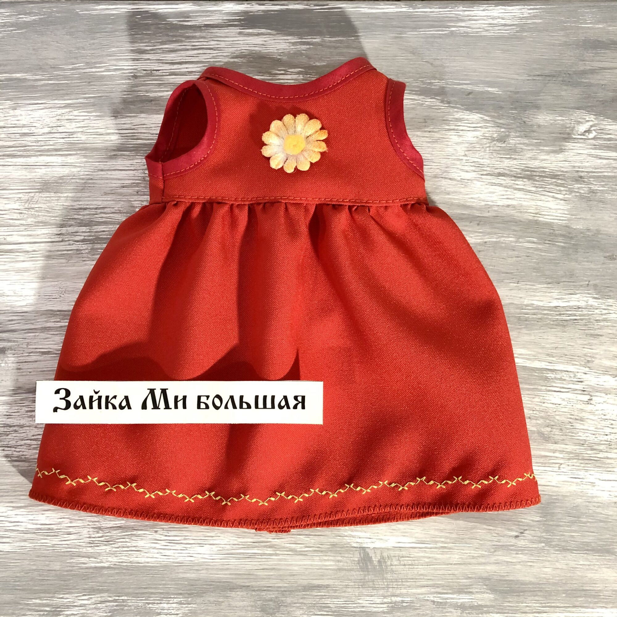 Платье красное с цветочком